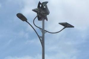 Вуличний ліхтар працюватиме від сонячної та вітрової енергії