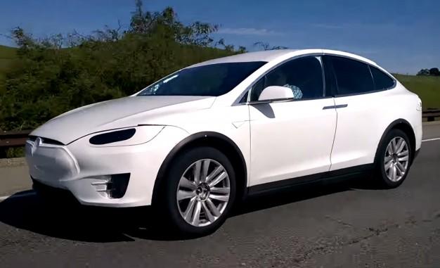 Електричний кросовер Tesla Model X на шпигунському відео