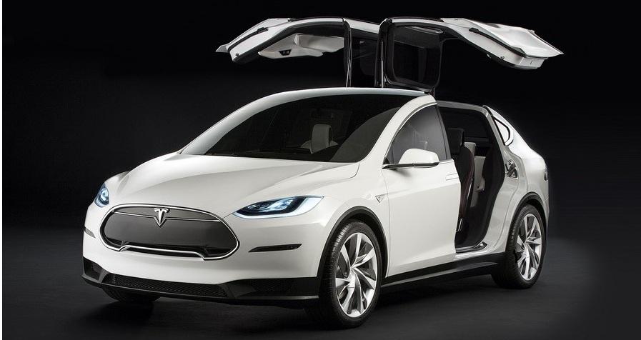 Tesla Model X виходить на автомобільний ринок