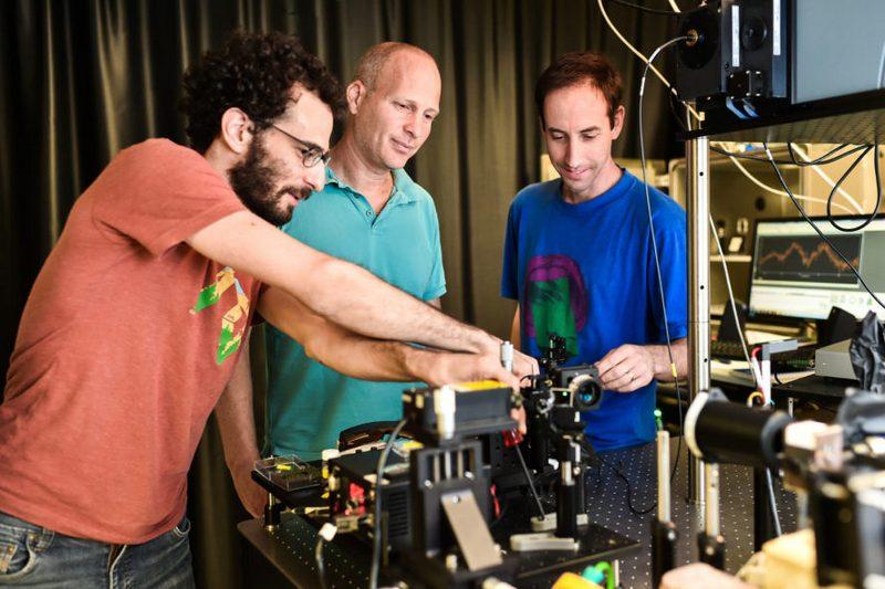 Нова технологія  може підвищити ефективність фотоелементів майже на 70%