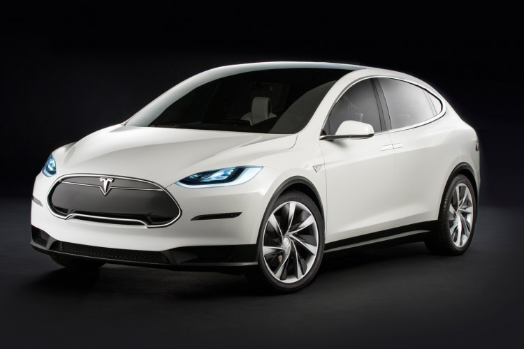Кросовер Tesla Model X виходить на ринок